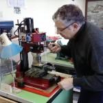 photo de l'atelier du club de modélisme naval d'Amiens Picardie MYCP, avec matériel comme fraiseuse